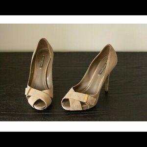 Louis Vuitton Beige pumps